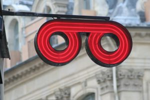 enseigne led opticien Plumelec